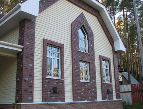 Фасад дома с фактурной штукатуркой