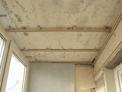 Обшивка стен и потолка балкона пластиковыми панелями