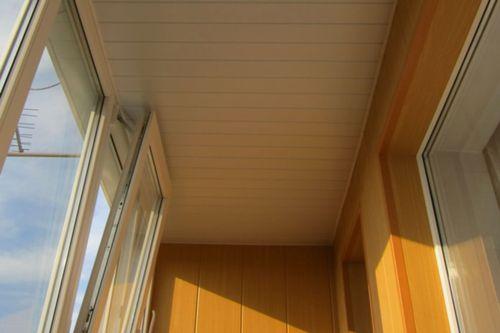 plastikovye_paneli_dlya_balkona_06
