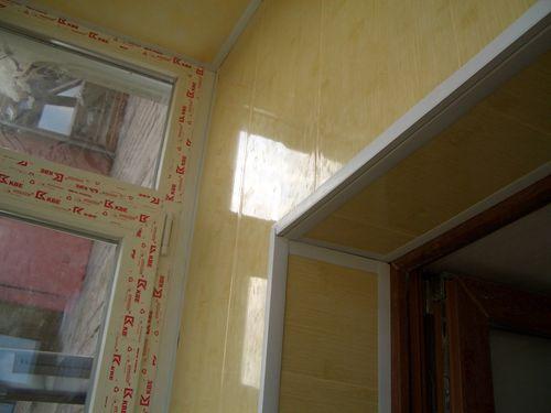 plastikovye_paneli_dlya_balkona_09