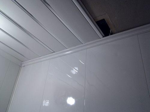 Потолочные панели для ванной комнаты: от выбора до крепления