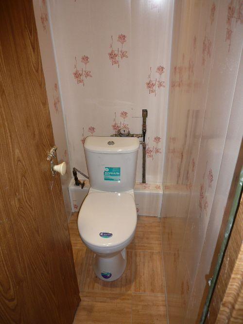 remont_tualeta_plastikovymi_panelyami_04