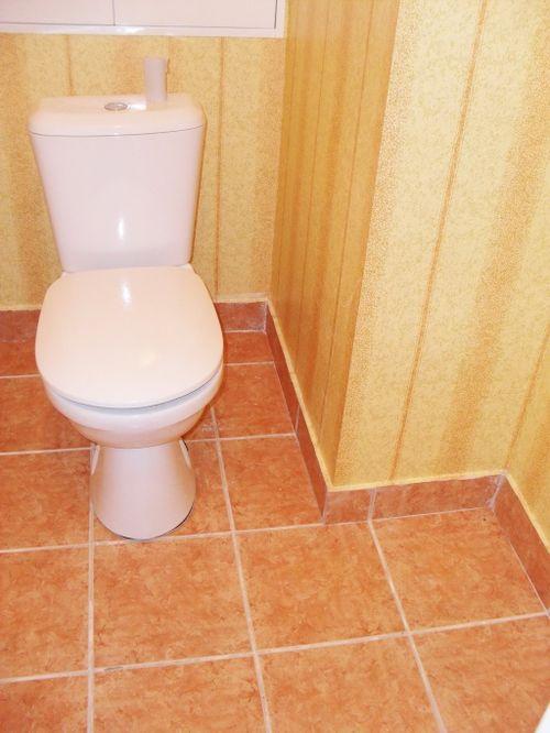 remont_tualeta_plastikovymi_panelyami_08