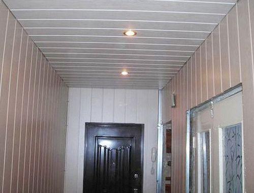 Панели ПВХ на потолке