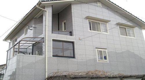 fasadnye_oblicovochnye_paneli_dlya_sten_doma_09